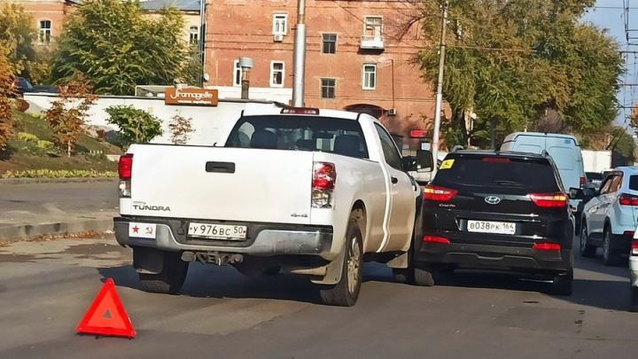 На Чернышевского пробка из-за аварии с двумя иномарками
