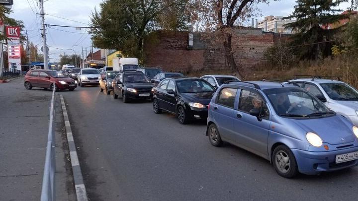 Авария двух легковушек блокировала движение в Энгельс