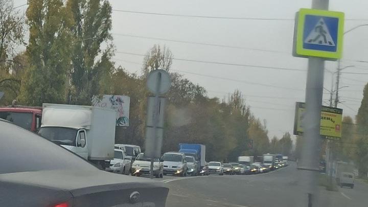 Из Саратова не выехать: жуткая пробка из-за ДТП на Вольском тракте
