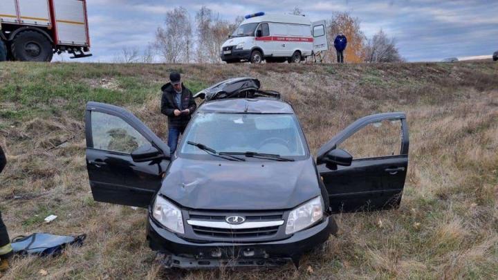 На въезде в Саратов столкнулись два грузовика: легковушка в кювете