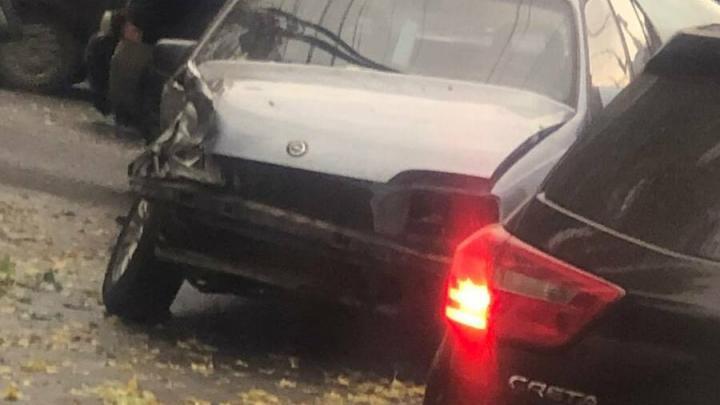 В Ленинском районе столкнулись два автомобиля и спровоцировали пробку