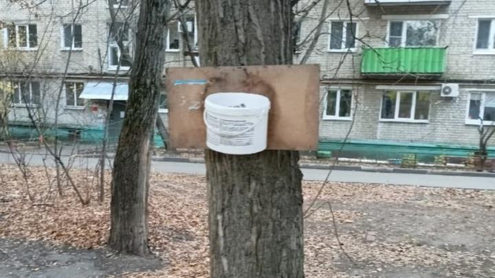 В Заводском районе жители сделали спортивную площадку из мусора