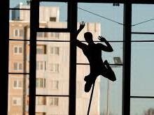 В Балакове еще один самоубийца выбросился из окна