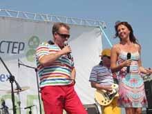 """Группа """"Дюна"""" и Наталья Сенчукова выступили на Дне поля в Самойловском районе"""