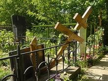 Сломавший кладбищенский крест сельчанин бежал из области