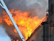 В Заводском районе горит элеватор. Фото
