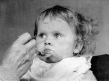 В детсаде готовили манную кашу с хрущаком и личинками