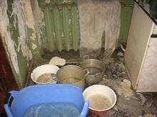 Дожди уничтожают квартиры в лишенных крыш марксовских домах