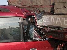 Фура и легковушка сгорели на трассе после столкновения
