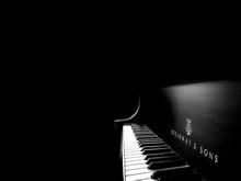 Комитет капстроительства покупает два рояля за 12 миллионов