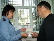 В Саратове вручили первый биометрический вид на жительство