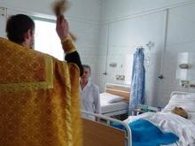 Иерей освятил хирургический корпус и посоветовал крестить больных перед операциями