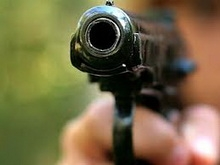 Полицейский напугал вымогателей выстрелами в воздух
