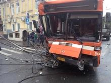 Автобус протаранил столб в центре Саратова