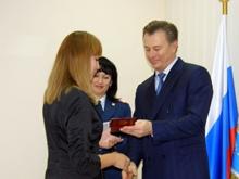 Начальник УФМС по области лично вручил первые паспорта молодым гражданам