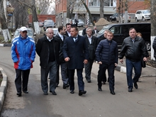 Глава Саратова осмотрел отремонтированные придомовые территории в Ленинском районе