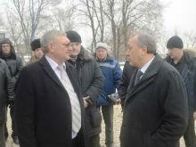 Валерий Радаев посетил строящийся бассейн СГЮА