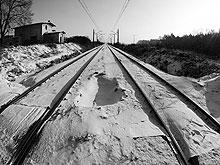У железной дороги нашли труп мужчины с пробитой головой
