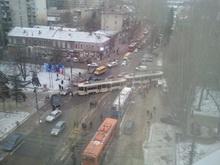 В центре Саратова сошел с рельсов трамвай
