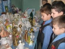 Энгельсские школьники сделали 800 Рождественских ангелов для конкурса