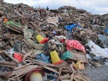 Вторую течь в поселке Юриш нашли под горой мусора