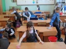 Прокуратура отстаивает права школьников не убирать классы