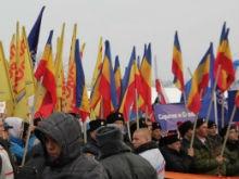 Над митингом в поддержку присоединения Крыма вознеслась стая белых голубей