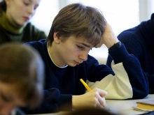 Школьники сдают физику и обществознание на досрочном ЕГЭ