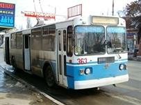 На улице Московская не разъехались троллейбус и легковушка