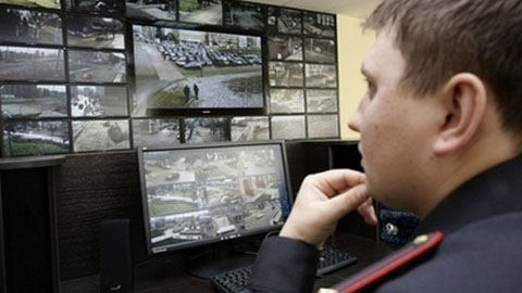 Сотрудники банка увидели аномалию в записи ночной съемки офиса