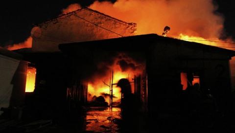 В Ленинском районе Саратова загорелся склад