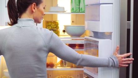 Четыре девушки украли у студентки холодильник и стиральную машину