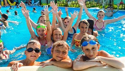 Более 60 тысяч детей Саратовской области отдохнут летом в лагерях