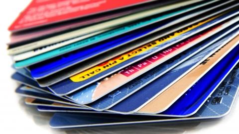 Саратовец снимал деньги с банковских карт россиян
