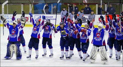 «Кристалл» сохранил 19 хоккеистов и тренерский штаб
