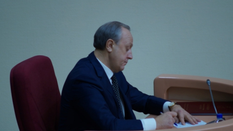 Губернатор покинул областную думу из-за эвакуаций ТЦ