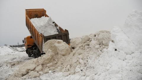"""Жители """"Молочки"""" пожаловались на свалку снега"""