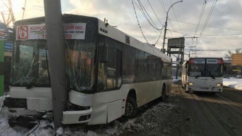Четырнадцать пассажиров автобуса остаются в больнице после вчерашней аварии