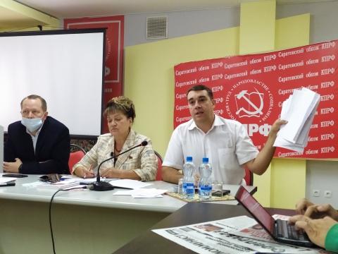 Коммунисты показали подписи противящихся присоединению к Саратову жителей поселка
