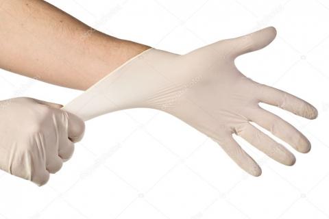 Энгельсской горбольнице передали 10 тысяч медицинских перчаток