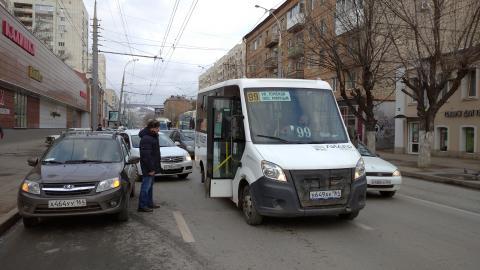 Маршрутка попала в аварию на Московской