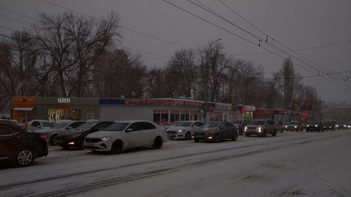 В Саратове снежный коллапс