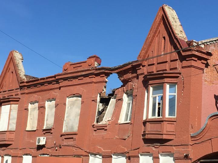 В Саратове ищут владельцев падающего дома Подклетнова