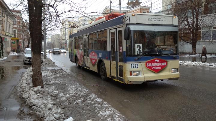 Саратовцы стали меньше ездить в троллейбусах