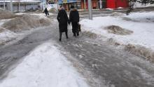 Городские власти не борются с гололедом на улицах Саратова