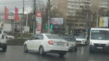 Hyundai и «четырнадцатая» создали пробку на 50 лет Октября в Саратове