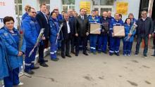Партийцы и волонтеры поздравили врачей скорой помощи с профессиональным праздником