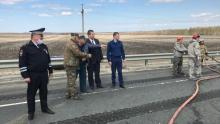 На трассе в Красноармейском районе опрокинулся большегруз: разлилась нефть