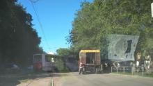 Трамвай № 8 вылетел на проезжую часть на Огородной в Саратове
