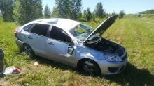 Любительница быстрой езды вылетела с дороги под Вольском: пострадали два человека